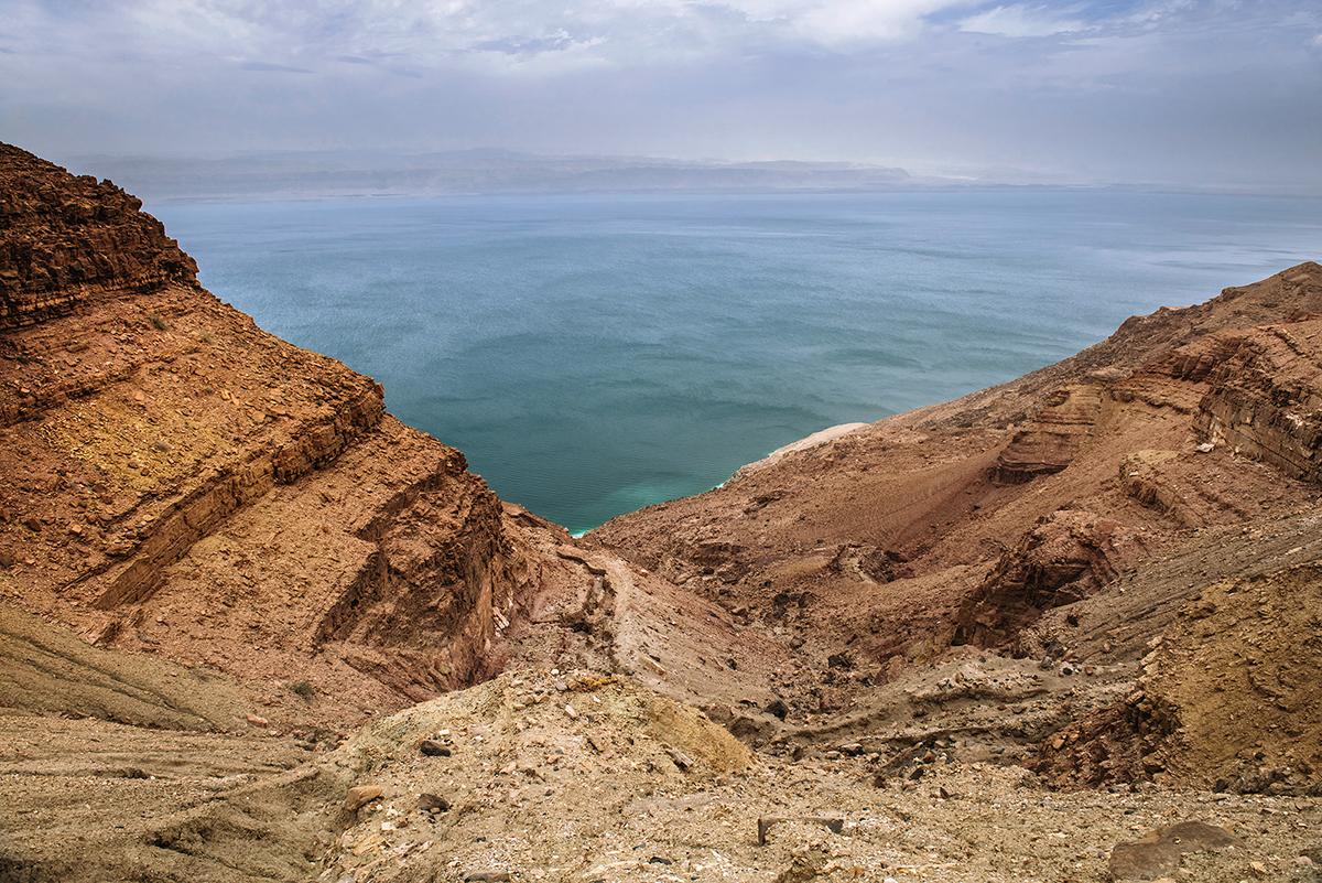 Morze Martwe w Jordanii. Największe atrakcje Jordanii. Biwak nad Morzem Martwym.