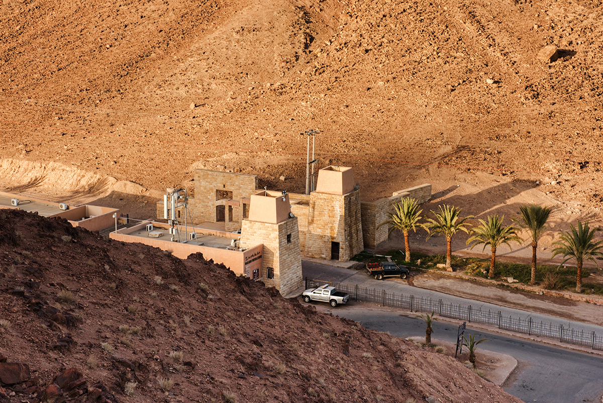 Pustynia Wadi Rum w Jordanii, nocleg na Wadi Rum, największe atrakcje na Wadi Rum, mapa szlaku Wadi Rum, Wadi Rum trekking, Wadi Rum dla fotografów, dojazd na Wadi Rum, koszty Wadi Rum, zwiedzanie Wadi Rum, wycieczka Wadi Rum, ciekawe miejsca na Wadi Rum